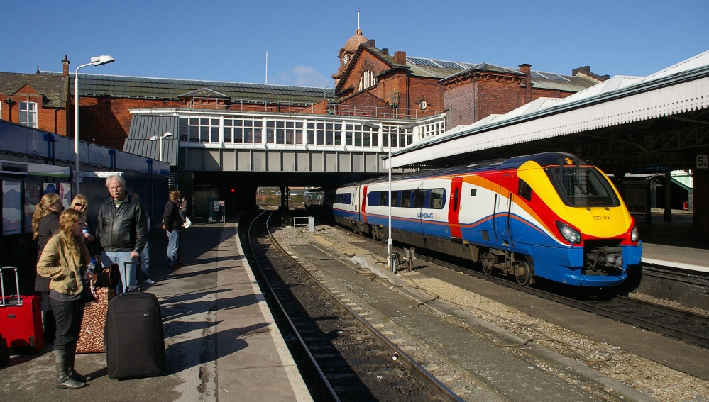 Nottingham_railway_station_MMB_26_222103.jpg